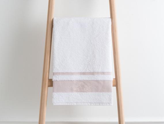 Nakışlı Banyo Havlusu - Beyaz / Pudra