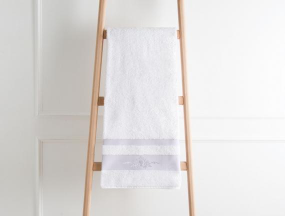 Nakışlı Banyo Havlusu - Beyaz / Mürdüm