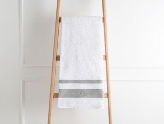 Nakışlı Banyo Havlusu - Beyaz / Gri
