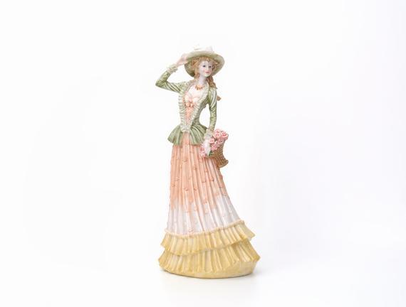 Standing Lady Biblo Kadın