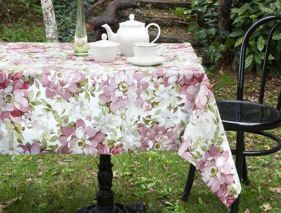 Amabella Silinebilir Masa Örtüsü - Mürdüm - 140x140 cm