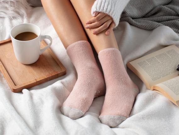 Kaymaz Tabanlı Havlu Kadın Çorabı - Pudra