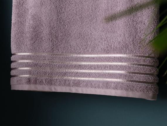 Maynor Bordürü Floşlu Banyo Havlusu - Açık Mürdüm - 70x140 cm