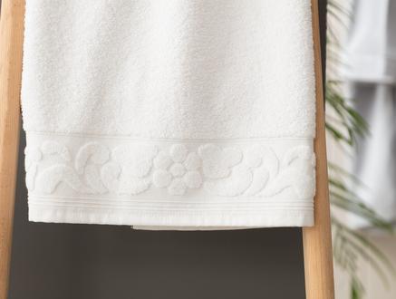 Tilda Bordürü Jakarlı Banyo Havlusu - Beyaz
