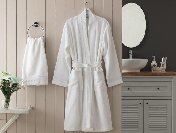 Henrie Kimono Nakışlı Dantelli Kadın Bornoz Seti - Beyaz