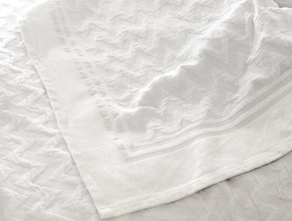 Evelyn King Size Yatak Örtüsü - Beyaz