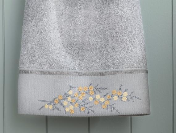 Pansy Nakışlı Yüz Havlusu - Gri / Sarı - 50x80 cm