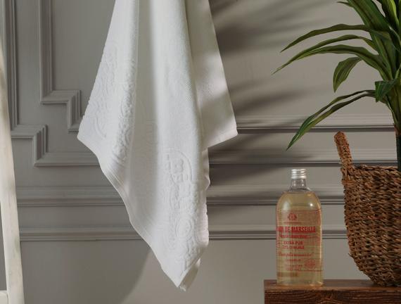 Megeve Jakarlı Banyo Havlusu - Beyaz - 70x140 cm