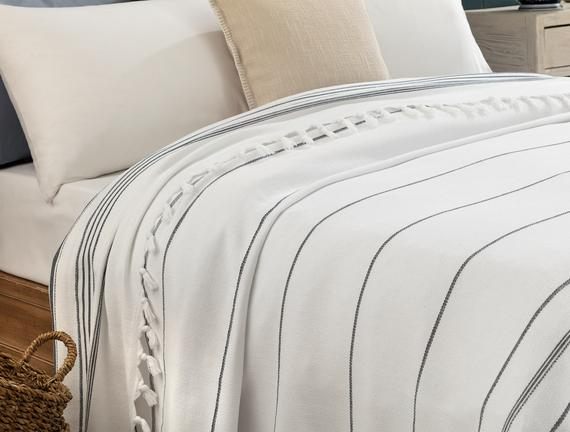 Alegron King Size Yıkamalı Yatak Örtüsü - Beyaz / Indigo