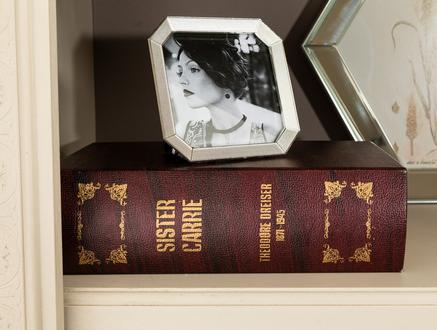 Karole Büyük Kitap Kutusu