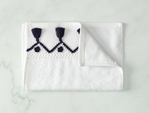 Madie Kroşeli El Havlusu - Beyaz / Lacivert - 30x40 cm
