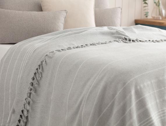 Alegron Çift Kişilik Yıkamalı Yatak Örtüsü - Gri / Beyaz